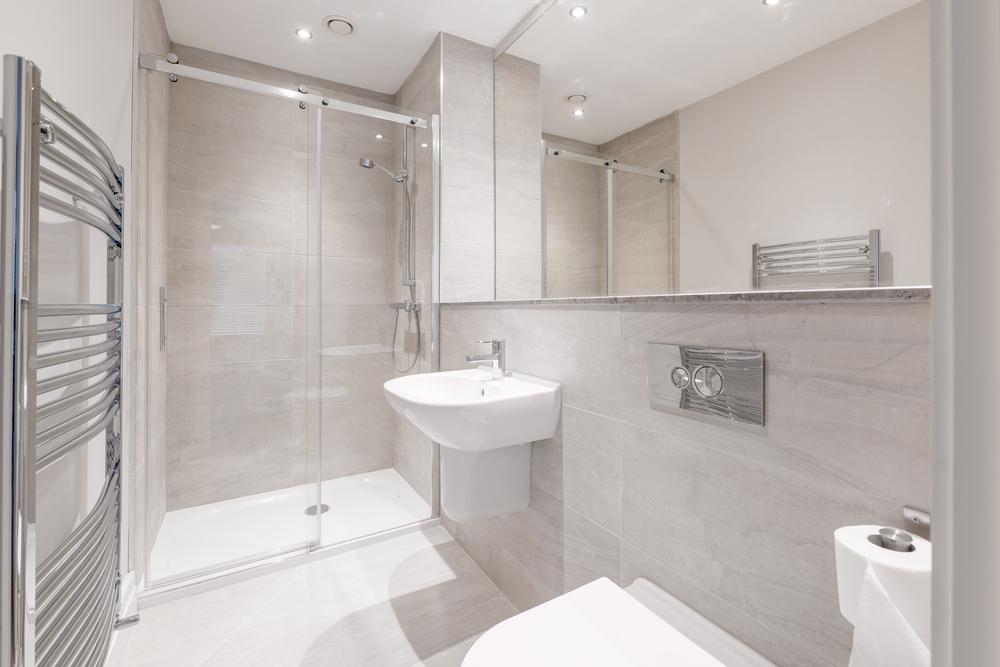 Kleine Badkamer Tips : Woonschrift tips om een kleine badkamer groter te laten lijken